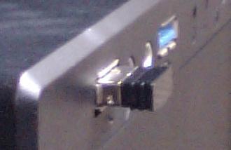 m-bl21dbのUSBレシーバーの横からの写真