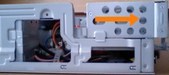 mk33lの前面フレームをスライドさせる方向を示した写真