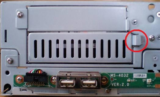 mk33lのHDDのフレームの外し方を示す写真