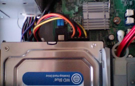 mk33lのHDDのSATAコネクターの写真