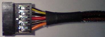 sata電源ケーブルの端子の写真