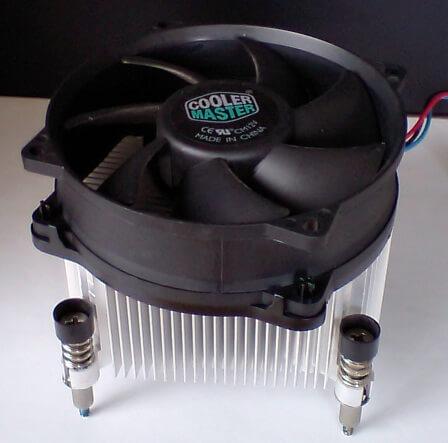 NECのデスクトップパソコンに元々設置されていた9cmファンのCPUクーラー