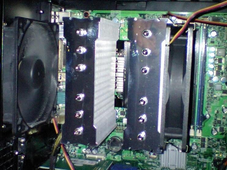 風魔取り付け完了後のパソコン内部の写真