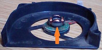 軸受け側でスプレーをしなかった箇所を示す写真